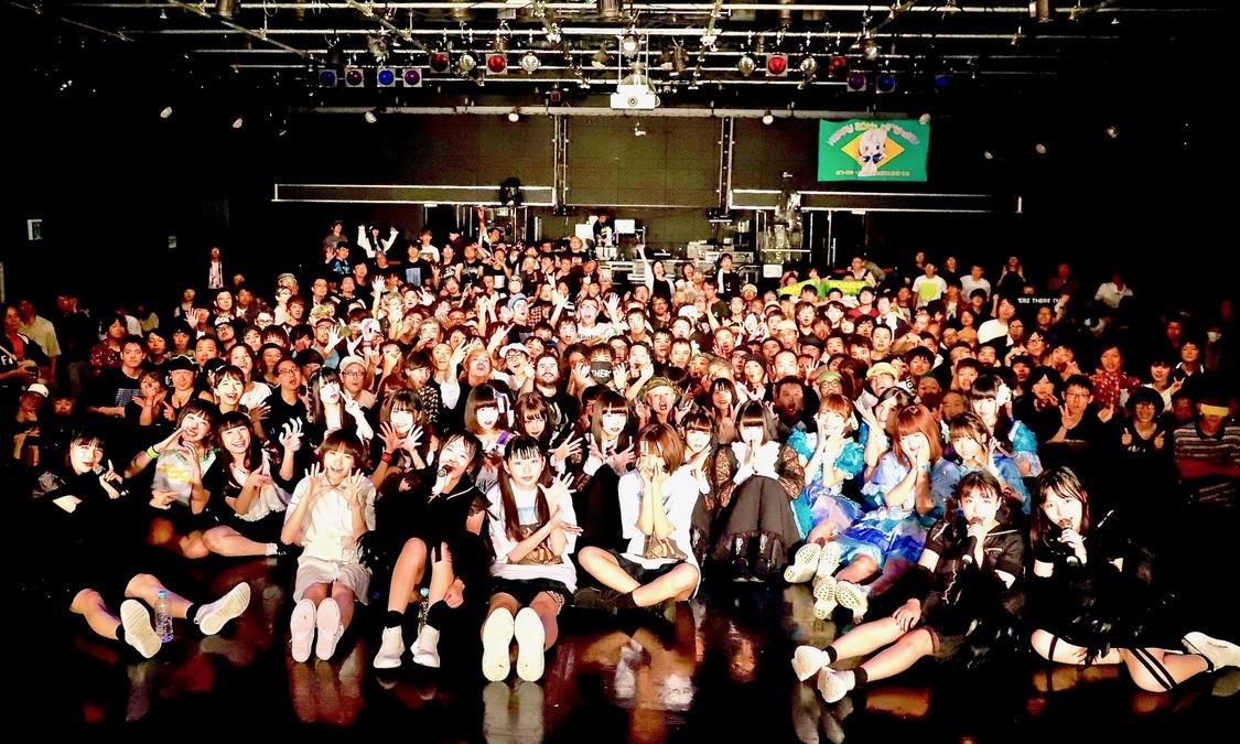 【ライブレポート/写真380点】ゼアゼア、ミシェル、モノガ、じゅじゅ、ニジマスらが熱狂を生み出した新宿BLAZE