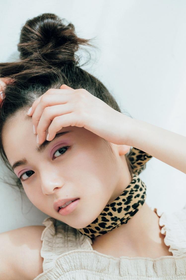 乃木坂46 齋藤飛鳥ら普段とは異なるメイクやファッションで魅せる|『ViVi6月号』に登場