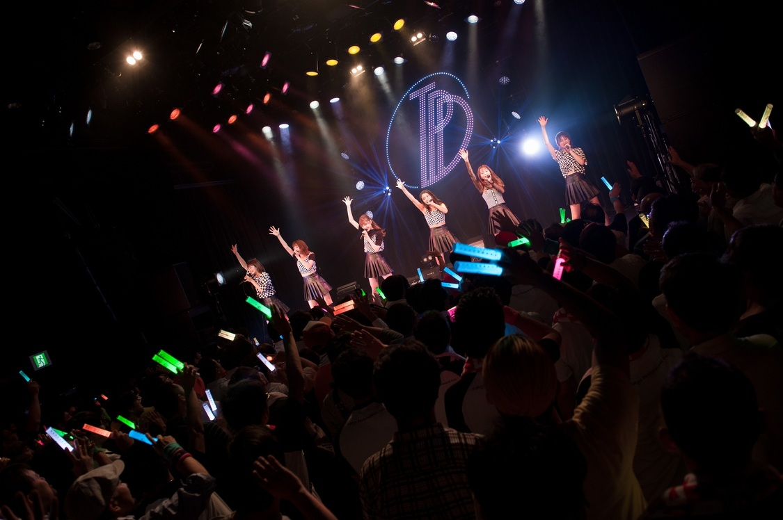 【ライブレポート】TPDが新たな魅力を届けた一夜。2ndアルバムのリリース発表も