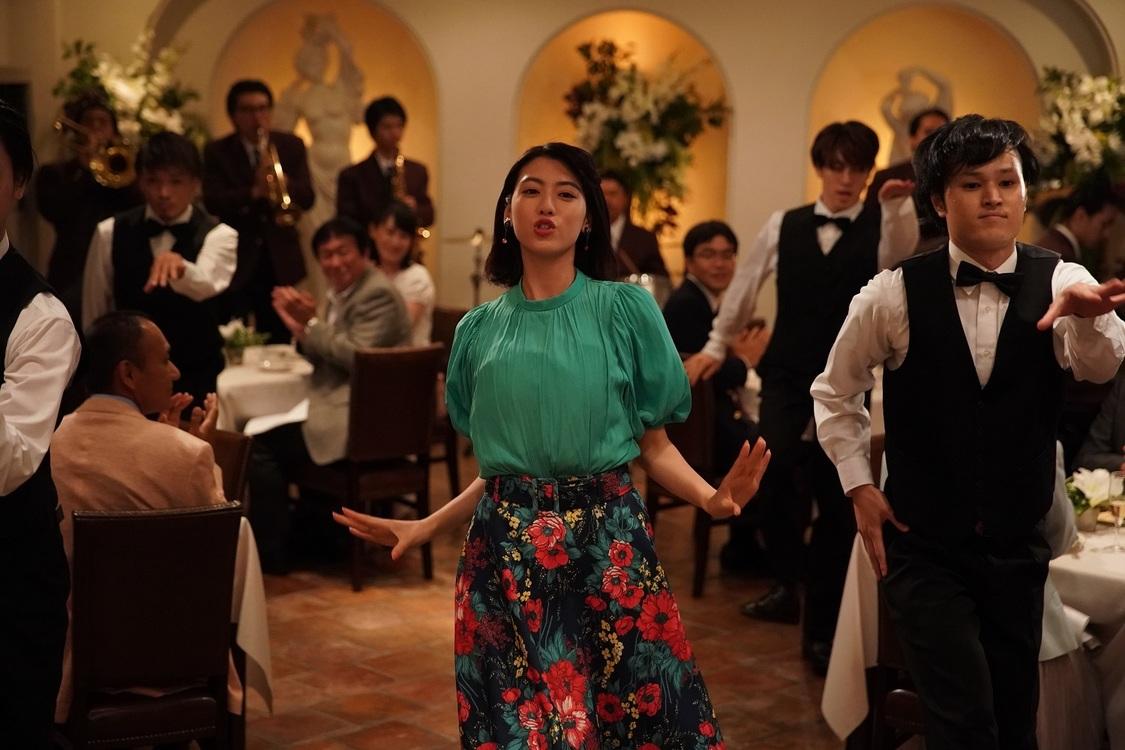 """三吉彩花が""""ウララ~ウララ~""""と踊り狂う!主演映画『ダンスウィズミー』から圧巻ダンス映像到着"""
