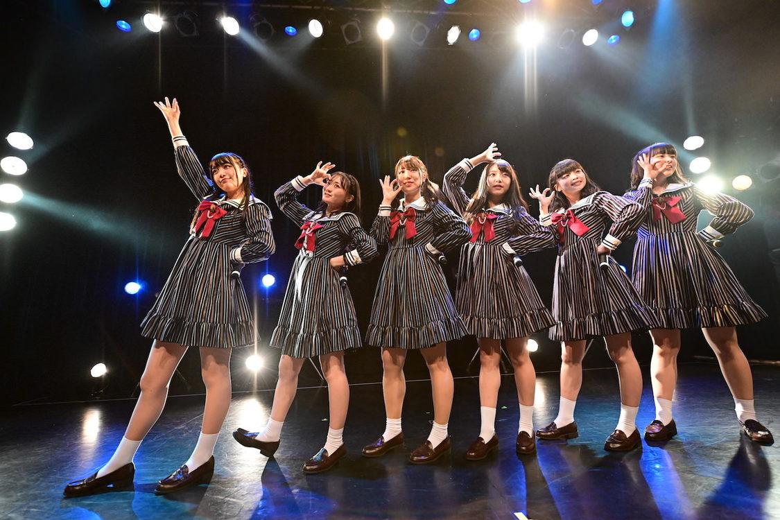 ひらがなかみやど、満員のO-WESTでデビューワンマン開催!「この6人でステージに立てるなんて本当に幸せ」