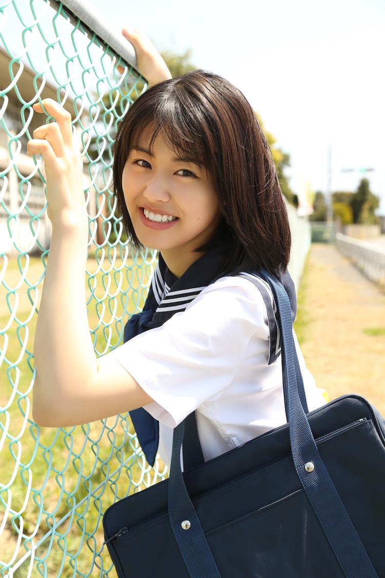 竹内愛紗、17歳の無邪気な水着姿や制服姿などを収めた1st写真集発売決定!【未掲載スペシャルカットあり】