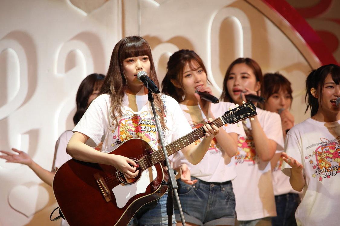 AKB48チーム8[ライブレポート]OG・長久玲奈、久しぶりのギターで「一生の間に何人と出逢えるのだろう」披露! エイトの日!グランキューブ祭り!2019