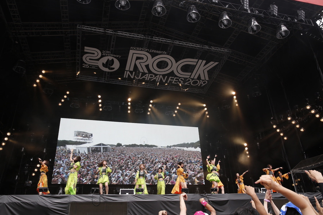 モーニング娘。'19[ライブレポート]<ROCK IN JAPAN FES.>最大ステージで作り上げた圧倒的熱狂