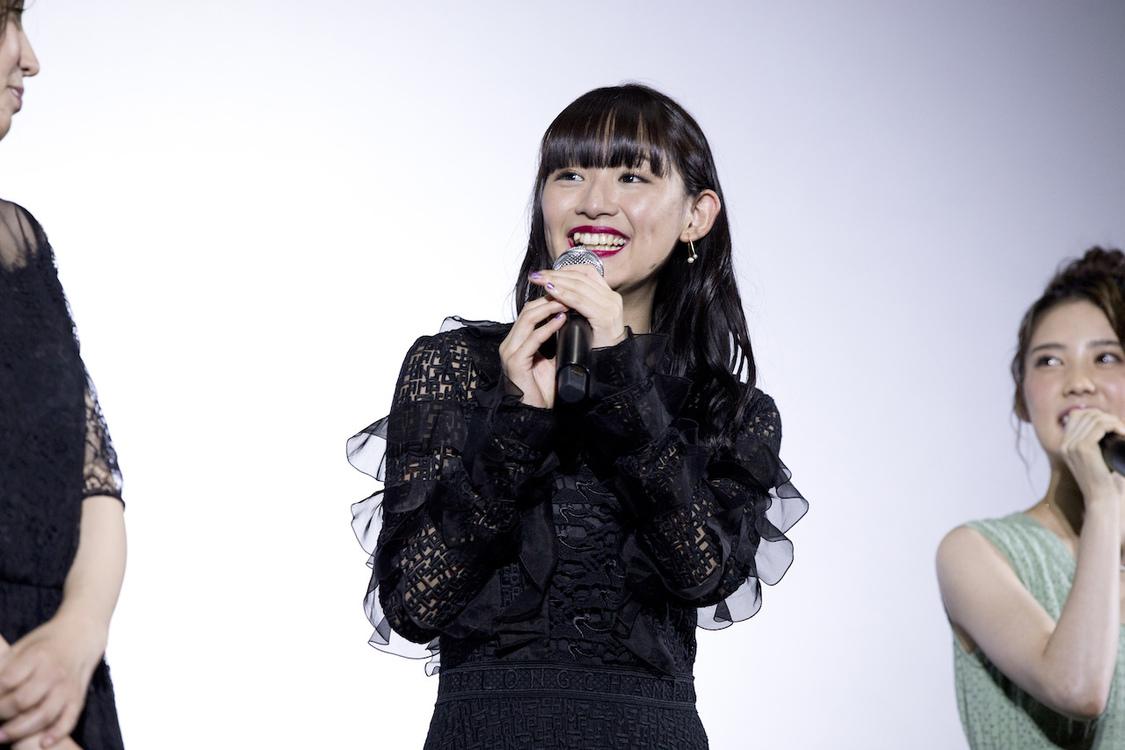 浅川梨奈、「完全に監督について行きます!って感じでした」主演映画『黒い乙女A』舞台挨拶に登場!