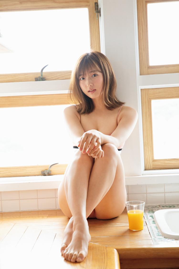 搗宮姫奈、初水着姿を披露! 『週刊ビッグコミックスピリッツ』表紙/巻頭グラビア登場