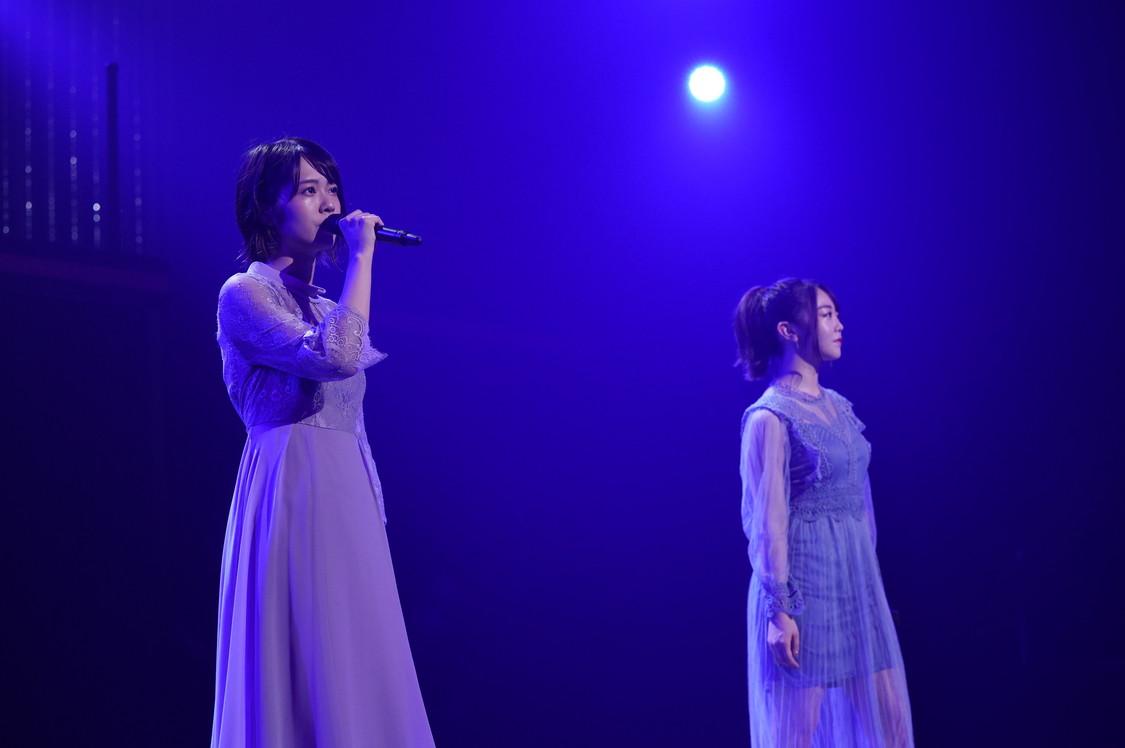 AKB48[ライブレポート]峯岸みなみ&小田えりな、見事な歌声「心が通じあえるようになったよね」
