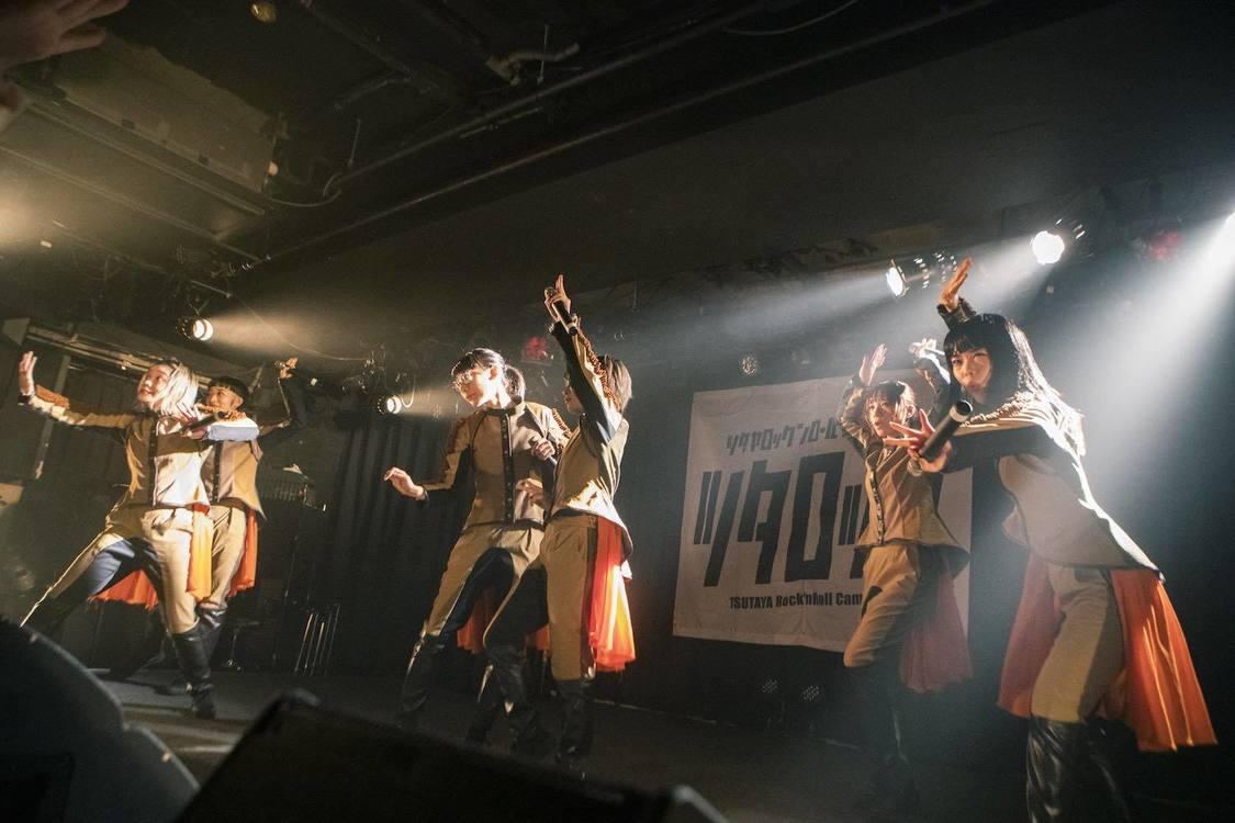 BiSH[ライブレポート]4年ぶりの渋谷O-nestで当時の再現と最新曲が融合した強烈ステージを展開!