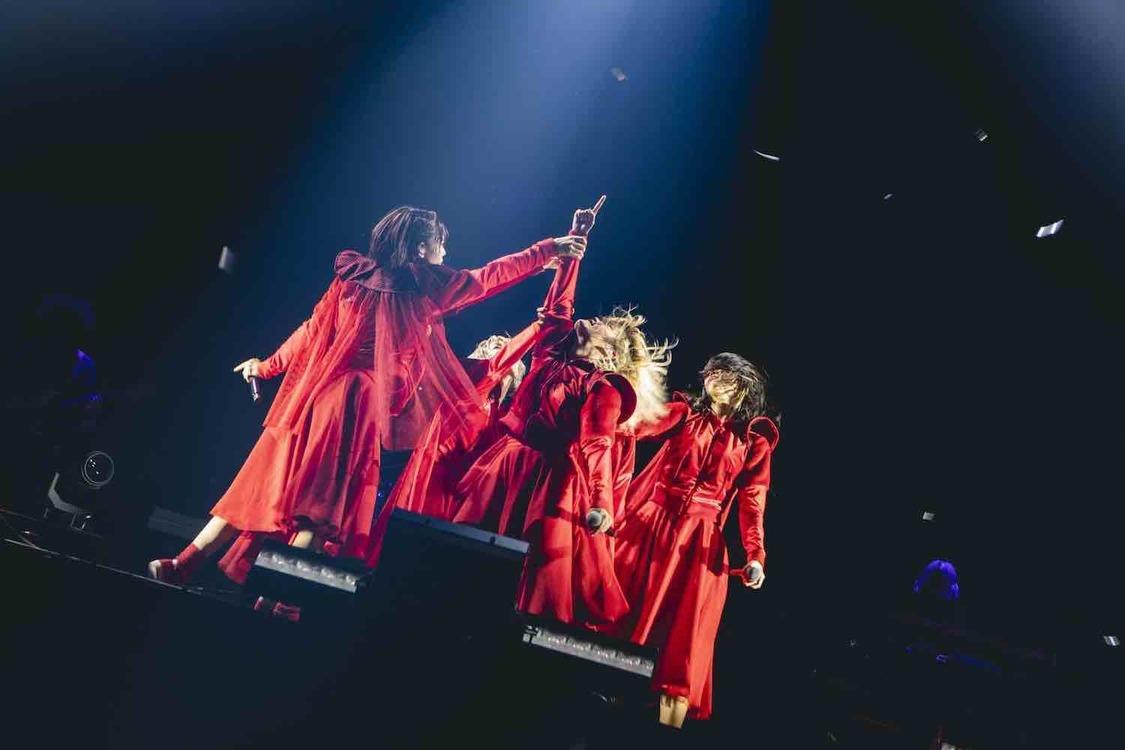 BiSH[ライブレポート]大阪城ホールに刻んだ伝説「これからも叶うわけないって言われる夢を叶えて最高を更新していく」