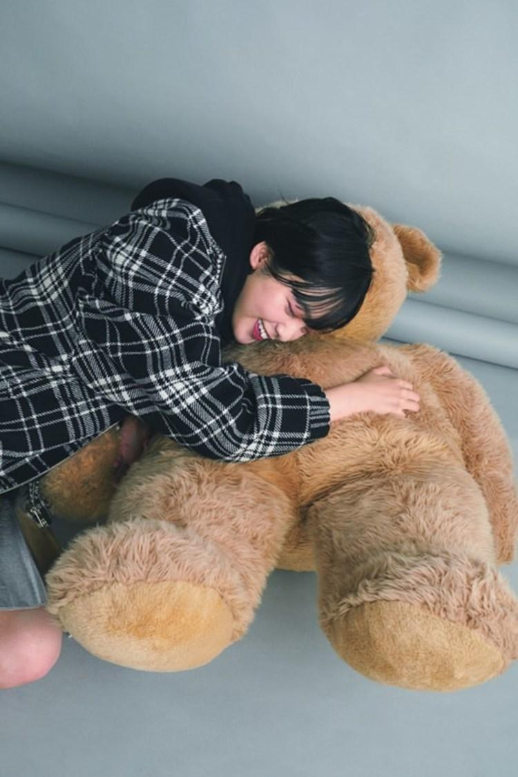 欅坂46 平手友梨奈、「恋愛はくだらないと思いますか?」に答える! 『ViVi』12月号登場