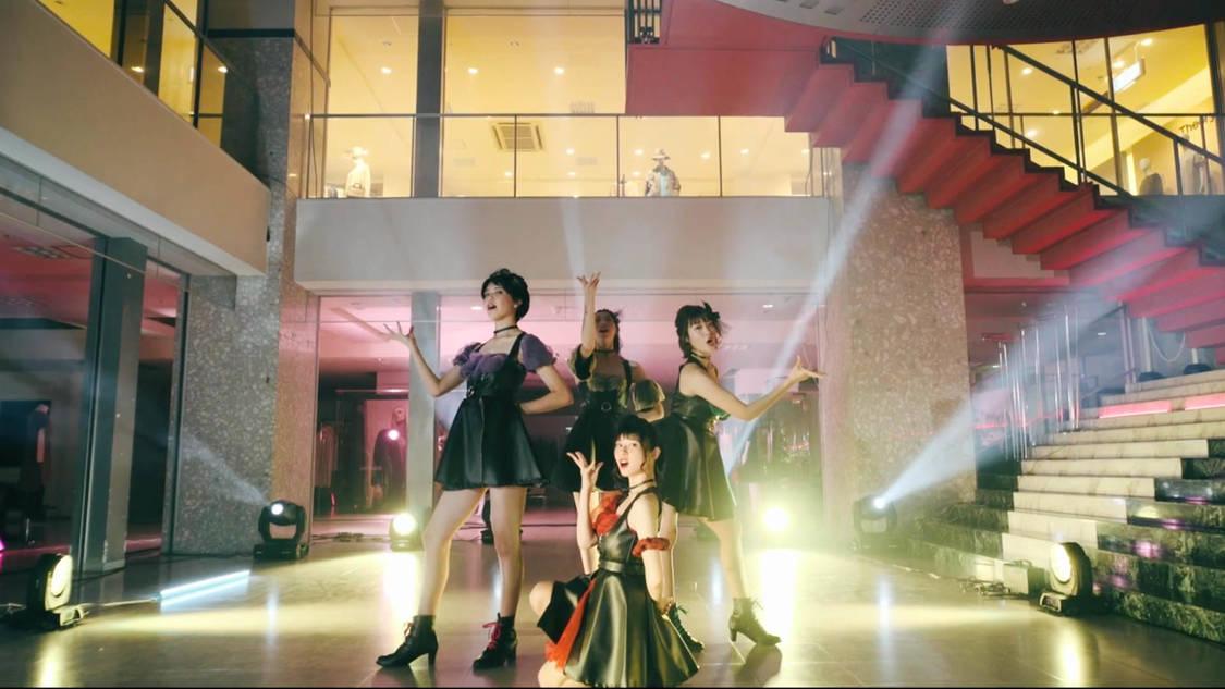 RINGOMUSUME(りんご娘)、百貨店『中三』弘前店で撮影!大人っぽい「Ringo disco」MV公開[コメントあり]