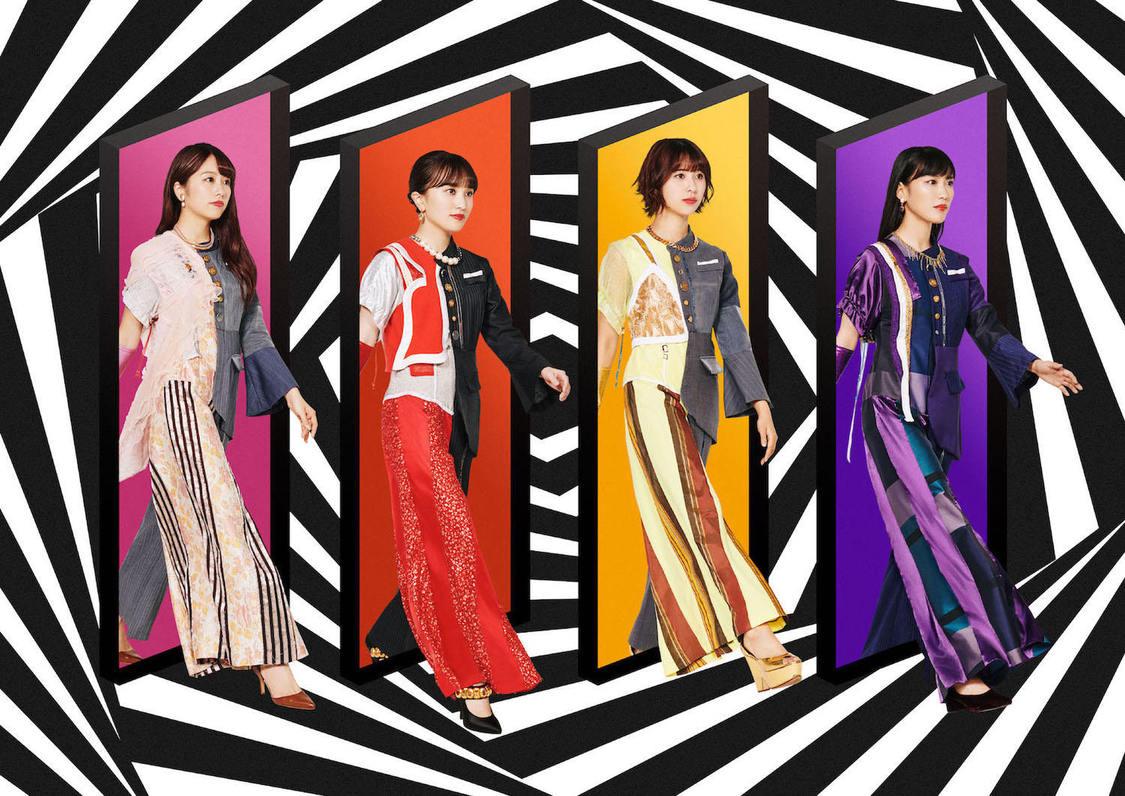 ももクロ、渋谷に日々変貌を遂げる20th SG巨大ポスター登場!