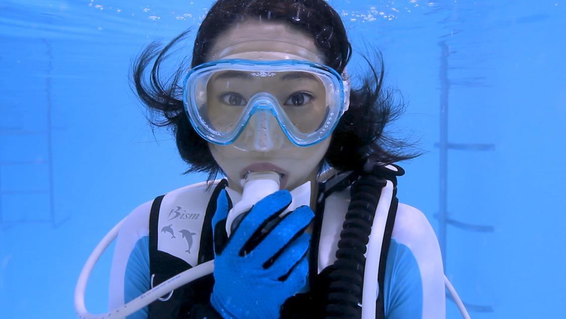 武田玲奈、町おこしのために「水中ニーソ」に挑戦!?映画『踊ってミタ』特別映像公開/撮影:古賀学
