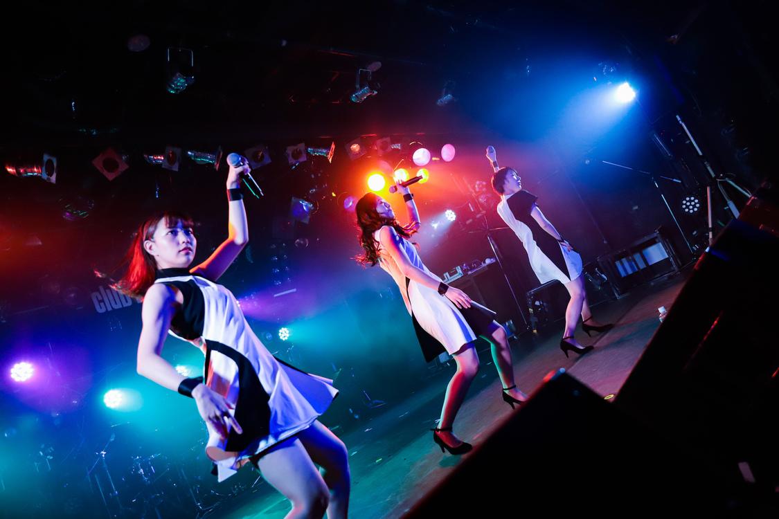 【レポート&インタビュー】<GIG TAKAHASHI>kolme、指先まで気持ちのこもったダンスを披露