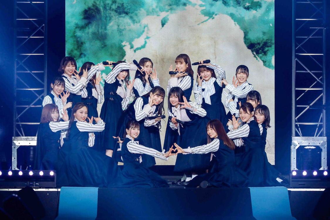 日向坂46[ライブレポート]友情パワーで圧倒的な輝きを放った横浜の夜