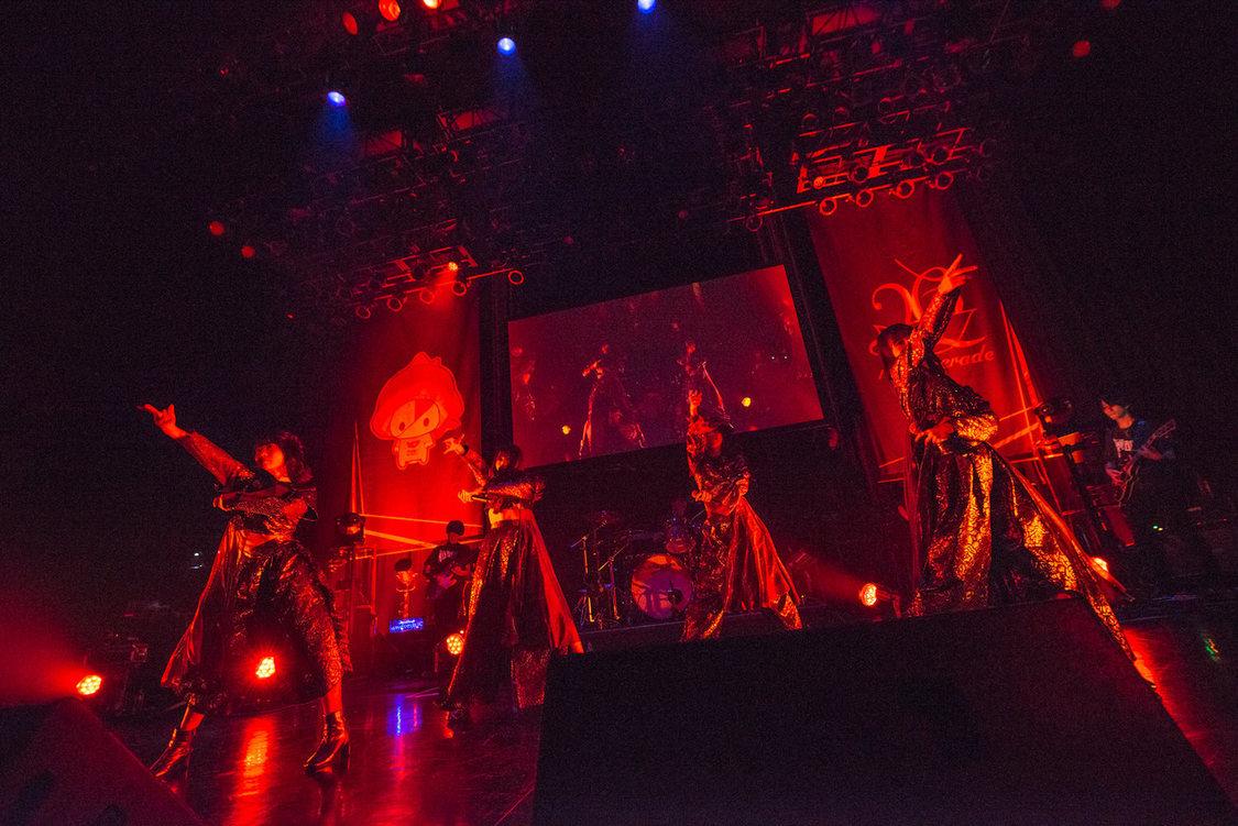 26時のマスカレイド[ライブレポート]力強きバンドサウンドで劇的な光景を描いた4人のフロントマン