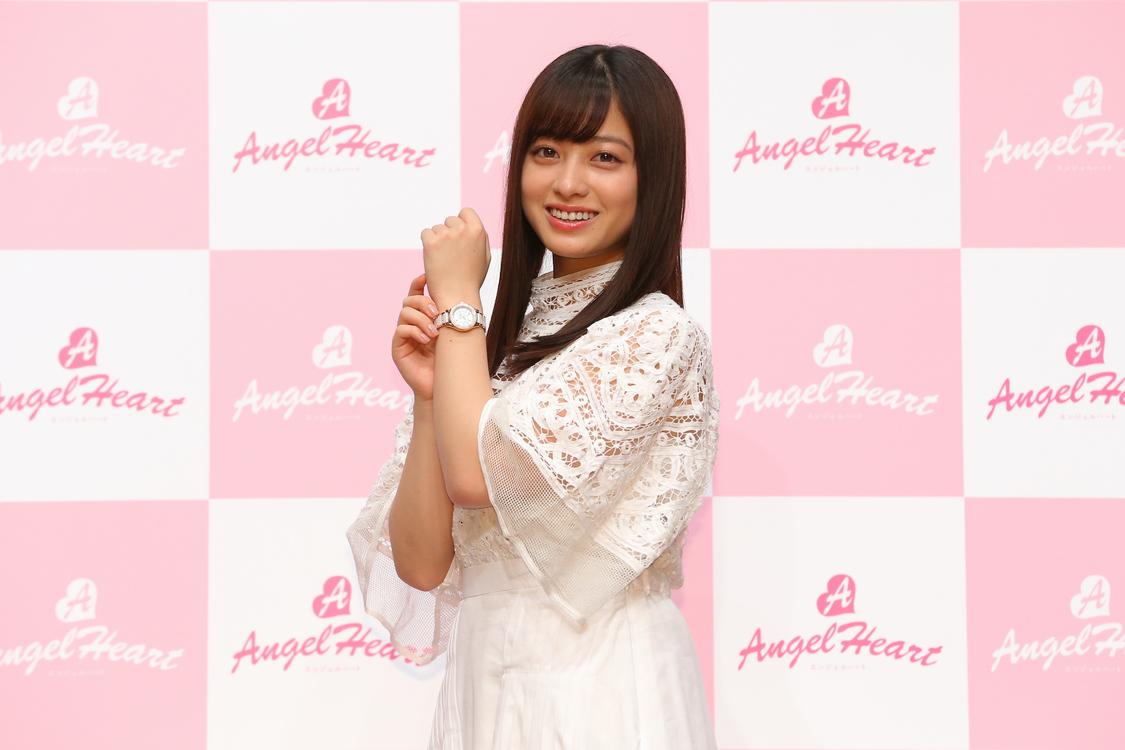 橋本環奈、エンジェルをイメージした白い衣装で登場!腕時計ブランド『Angel Heart(エンジェルハート)』新ブランドミューズに就任