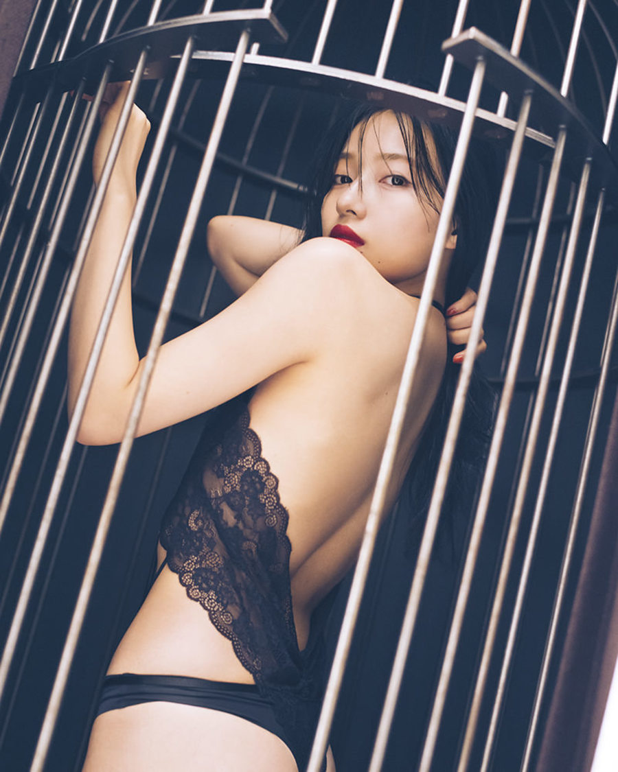 NMB48 村瀬紗英、研ぎ澄まされた曲線美で水着やランジェリー姿を堂々と披露。1st写真集 発売決定!