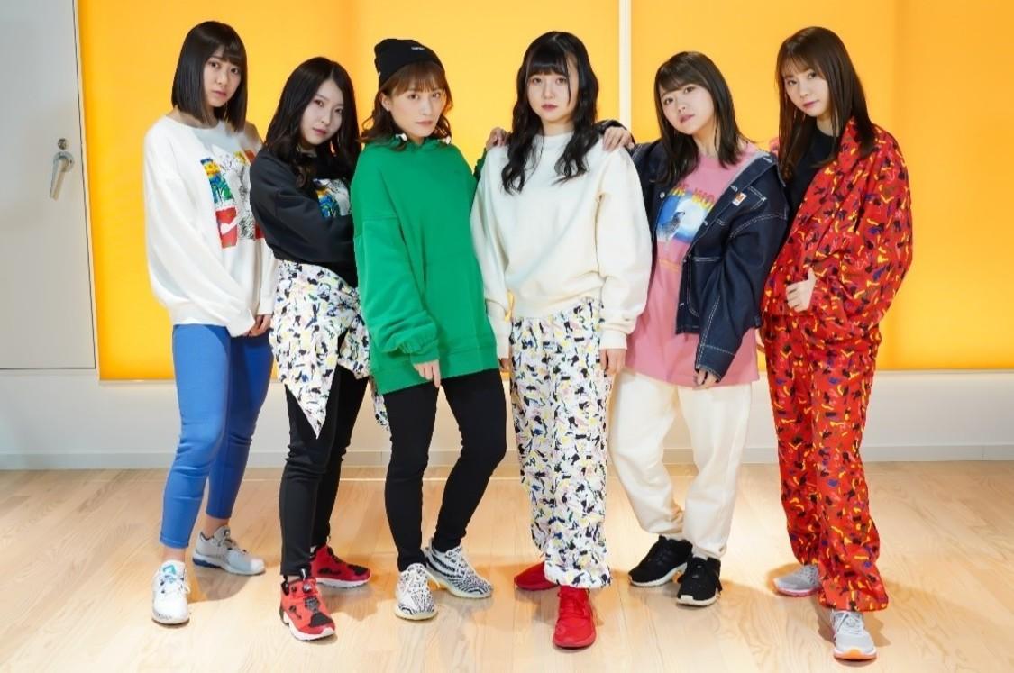 写真左から:井田玲音名、 杉山愛佳、 斉藤真木子、 上村亜柚香、 山内鈴蘭、 松本慈子