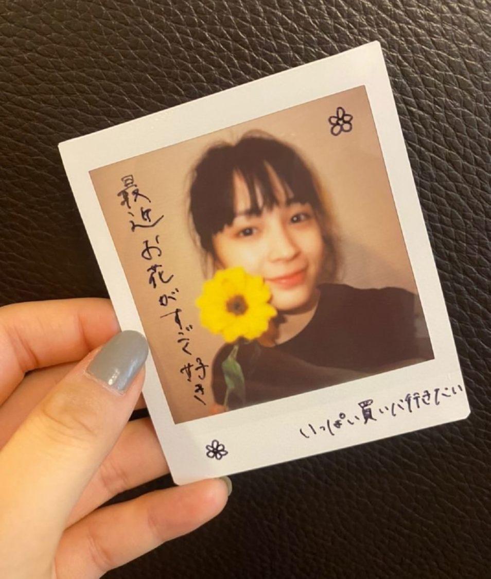 """広瀬すず、「お花を買いに行けたらなと思います」コロナ後に""""やりたいこと""""をチェキ画像で公開!"""