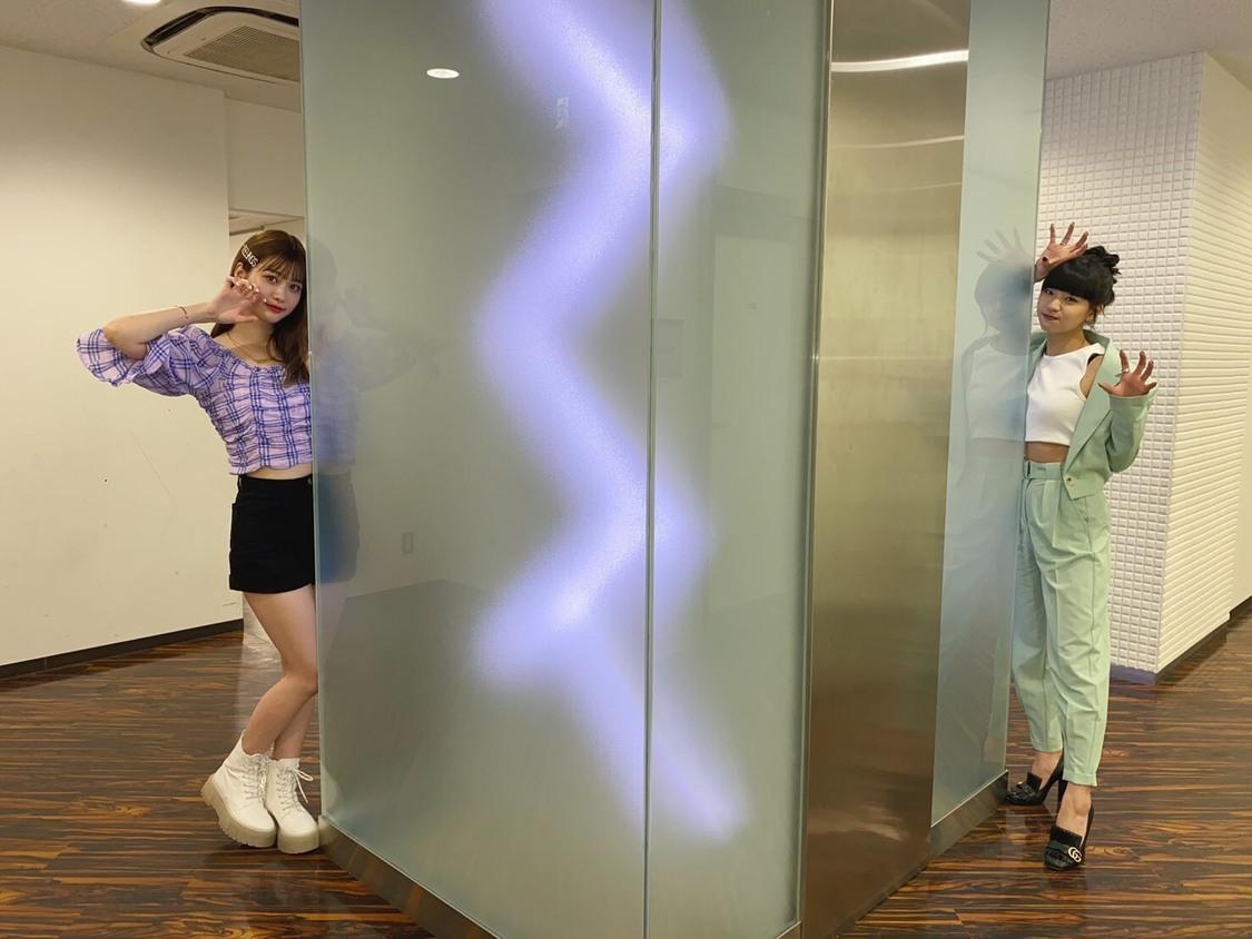 生見愛瑠×Hina(FAKY)、2ショットを公開!「くっついてお写真撮れることを願いながらガオガオしました!」