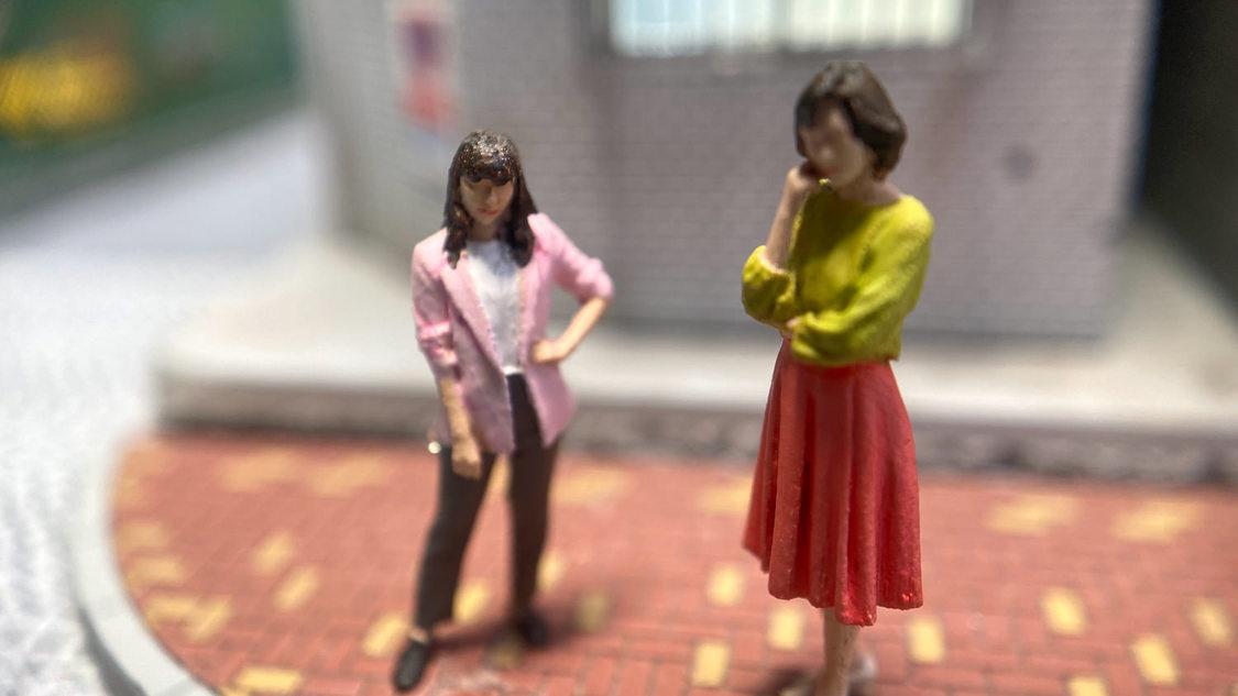 指原莉乃、病院が大嫌いな父・シゲルを健康診断に!ショートドラマ『小世界家の秘密』第8話配信
