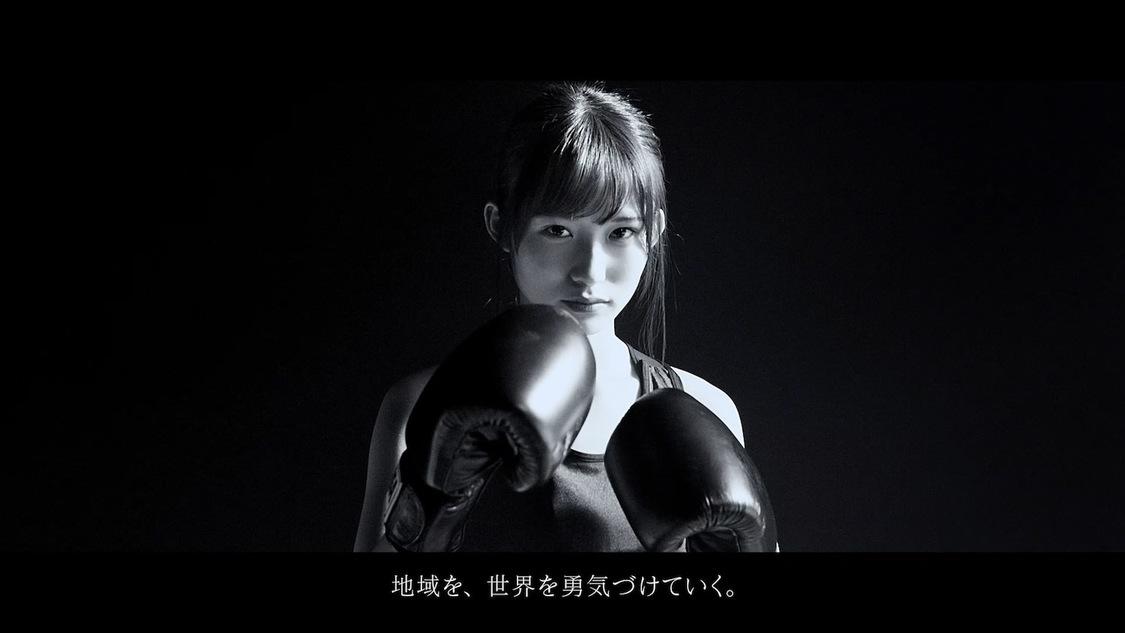 乃木坂46 掛橋沙耶香、服を脱ぎ捨てストイックにパンチを打ち込む!「これからもどんどん新しいことに挑戦していきたい」 TVCM出演