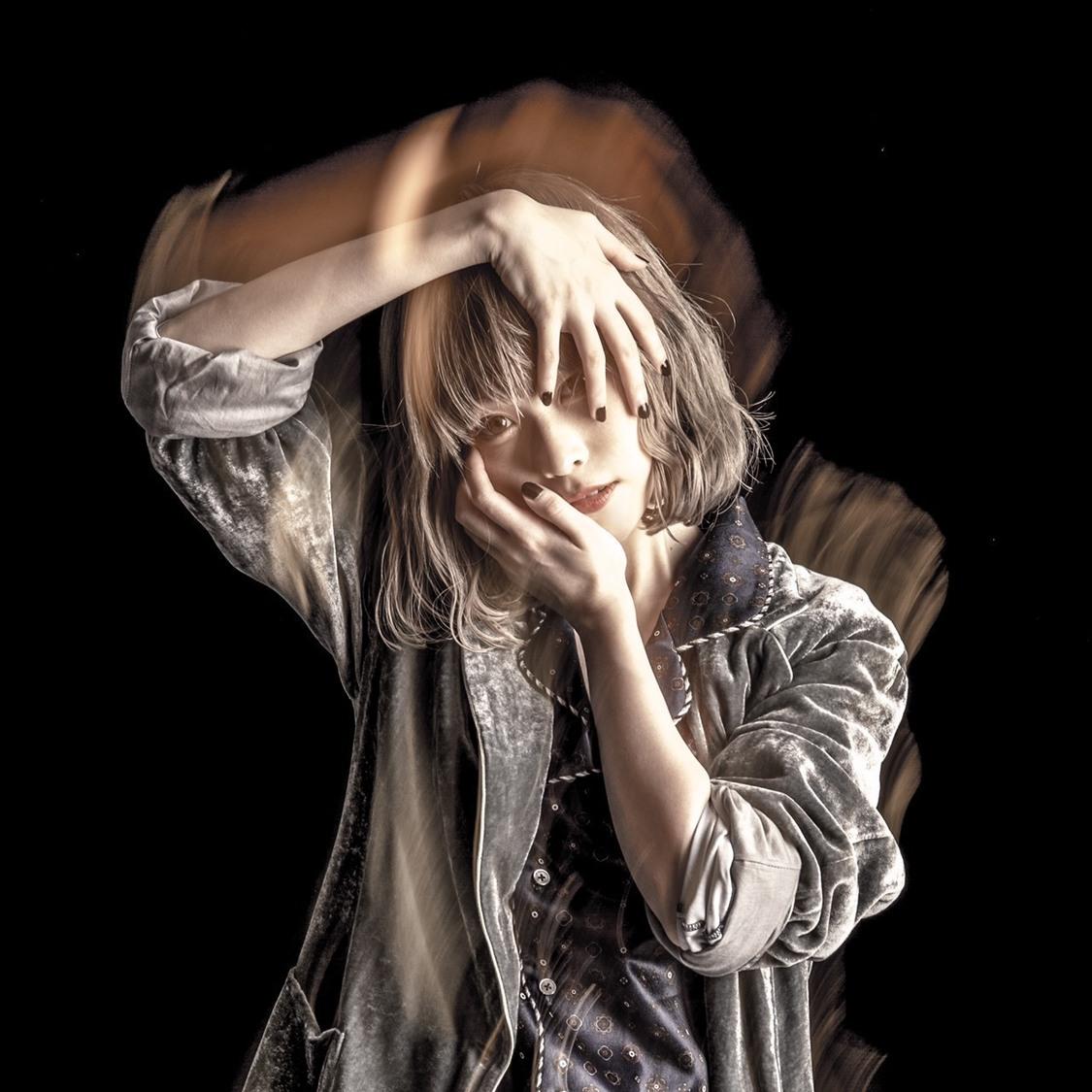 藤川千愛、新曲「バケモノと呼ばれて」がアニメ『無能なナナ』EDテーマに決定!