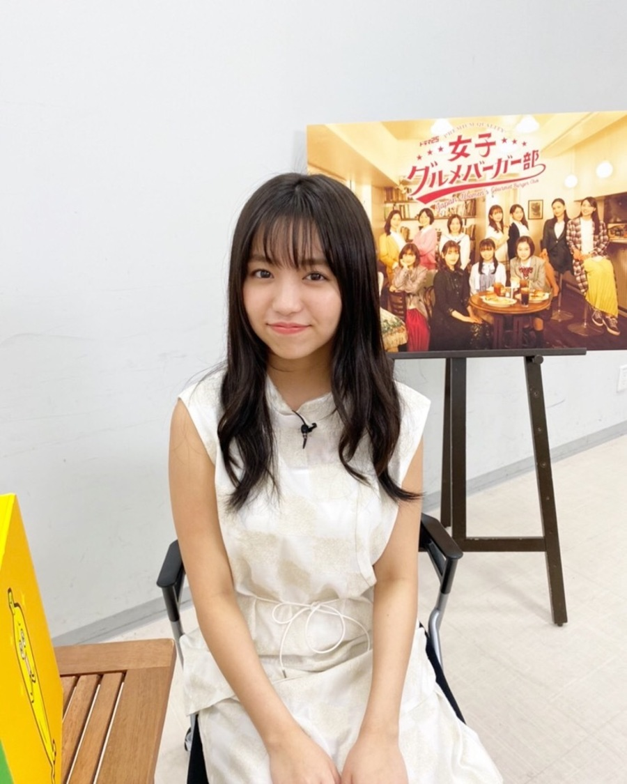 大原優乃、佐々木美玲(日向坂46)との共演ドラマ『女子グルメバーガー部』で見事な食べっぷりを披露!