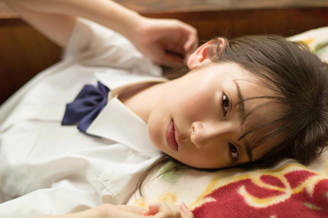 日向坂46 金村美玖、瑞々しい制服姿を披露!美少女制服グラビア本『B.L.T. SUMMER CANDY 2020』表紙登場