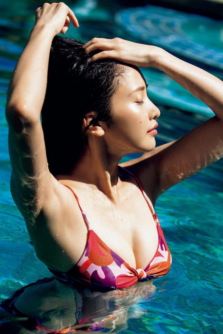 佐野ひなこ、電子版写真集『Hina』発売!紙版より32ページ増も「アザーカットがたくさんあります!」
