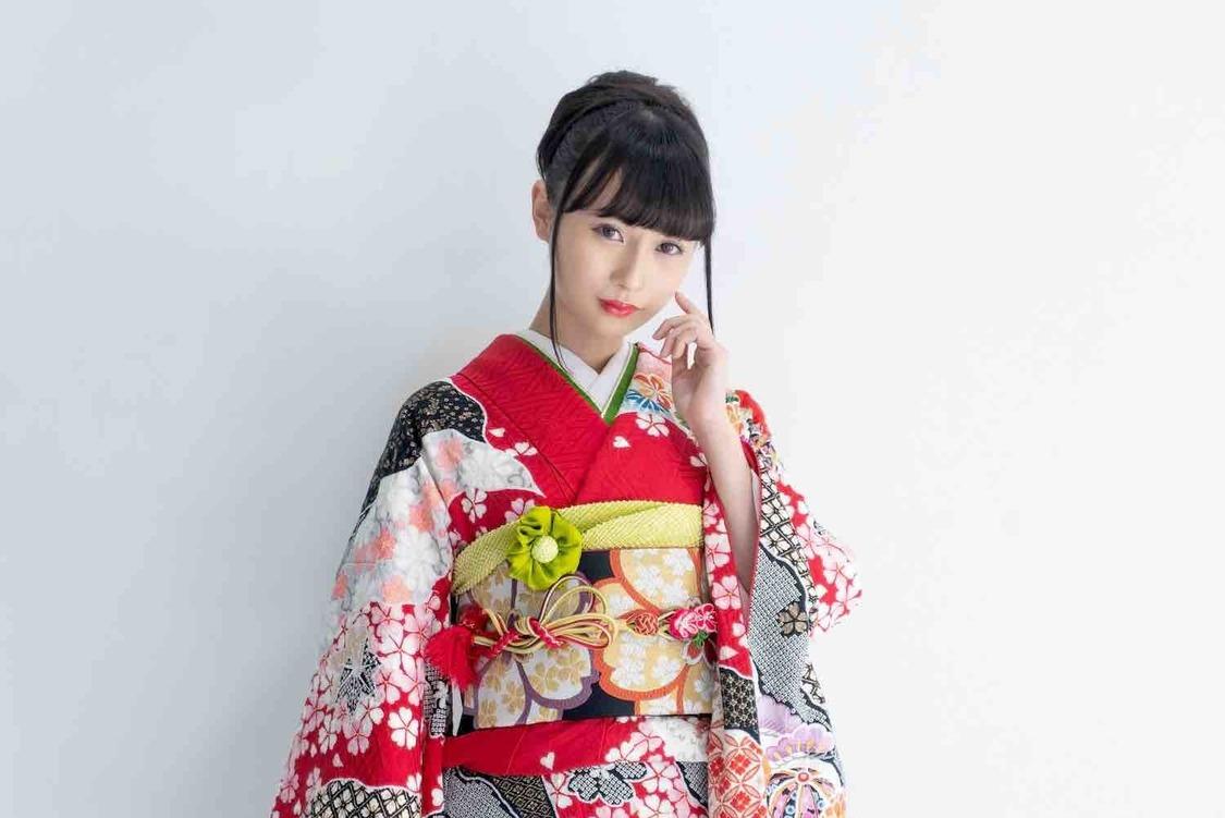 望月琉叶、ソロ演歌デビュー曲が演歌・歌謡ランキング初登場1位獲得!「大変贅沢な結果に興奮しています」